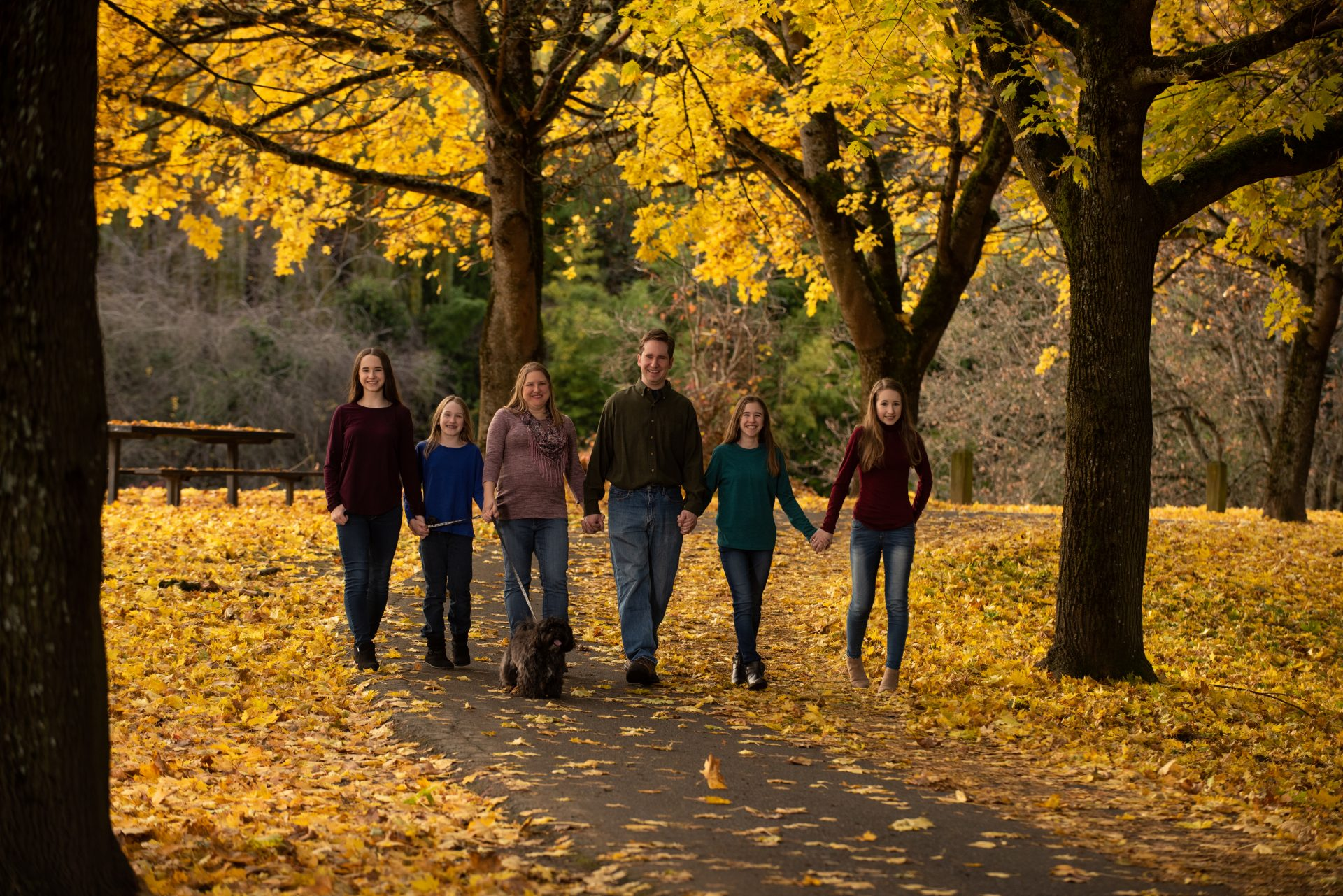 fall family portrait ideas in the leaves
